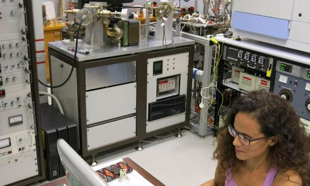Image of researcher using the noble gas mass-spectrometer